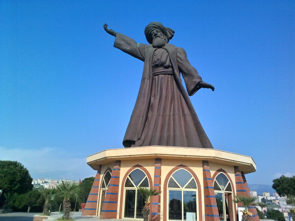 Photo of a statue of Persian poet Rumi